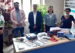 """Con la donazione di materiale didattico per gli alunni della """"Vittorio Veneto"""" si conclude la campagna """"Dona il caffè al bar del tuo cuore"""""""
