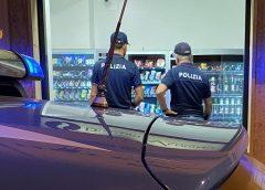 """Caltanissetta, controlli nel corso della """"movida"""". La Polizia di Stato sanziona titolare di un distributore h/24 per vendita di alcolici fuori dagli orari consentiti"""