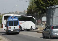 CARA Caltanissetta, trasferiti a Palermo i migranti positivi